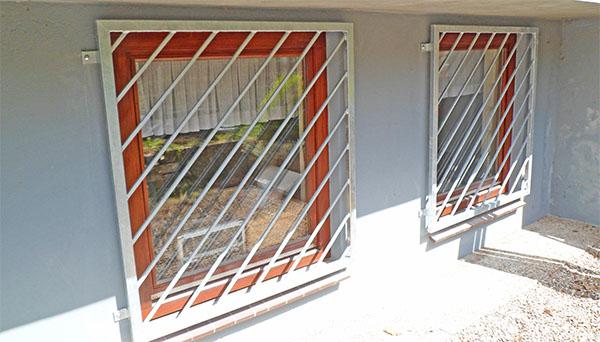 Fenstergitter verzinkt, Montage auf der Außenwand - Modell Diagonalstab