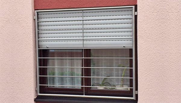 Fenstergitter Edelstahl, Montage in der Laibung - Querstab (Sonderanfertigung)