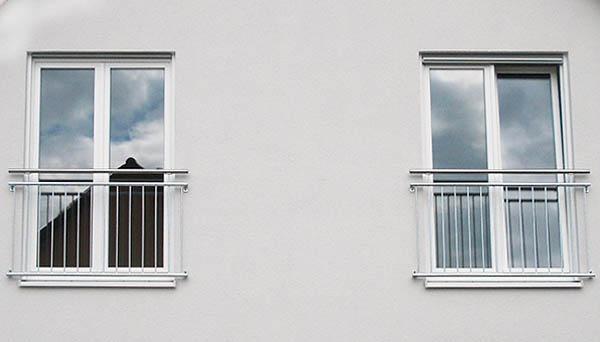 Französischer Balkon, Montage vor der Laibung mit Haltern, verzinkt - Modell Standard