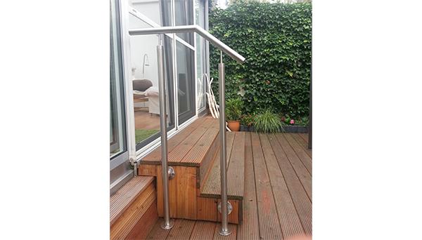 Treppenhandlauf Edelstahl - Modell freistehend mit Stift Sonderanfertigung