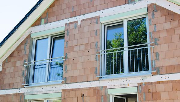 Französischer Balkon, Montage vor der Laibung mit Winkeln, verzinkt - Modell Standard