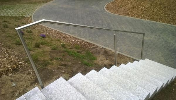 Treppenhandlauf Edelstahl - Modell freistehend abgewinkelt