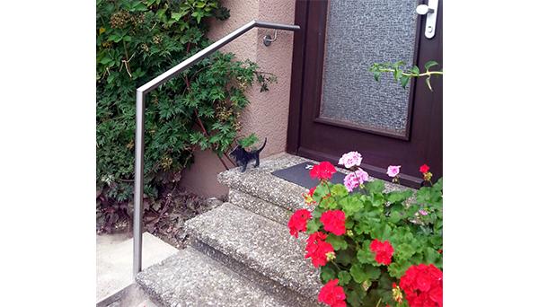 Treppenhandlauf Edelstahl abgewinkelt seitliche Wand-Treppe