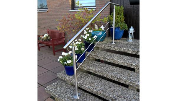 Treppenhandlauf Edelstahl - freistehend abgewinkelt