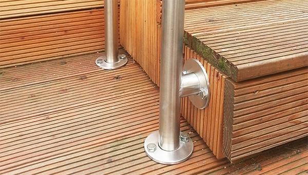 Treppenhandlauf Edelstahl - Modell freistehend mit Stift Sonderanfertigung Detailfoto