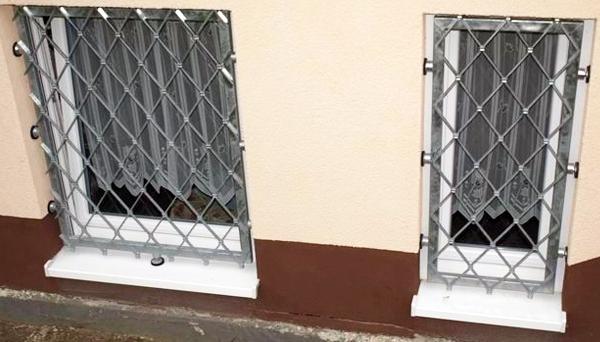 Mobiles Fenstergitter verzinkt - Modell Rauten