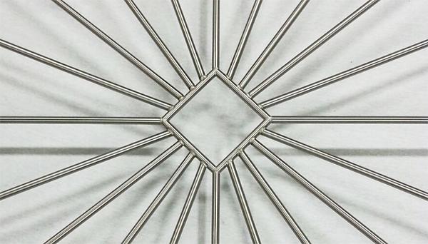 Fenstergitter Edelstahl - Modell Sonne Karo Detailfoto