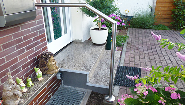 Treppenhandlauf Edelstahl - Modell abgewinkelt Wand-Treppe