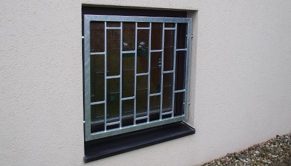 Fenstergitter verzinkt, Montage in der Laibung (Sonderbefestigung) - Modell Leiter
