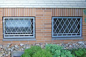Fenstergitter verzinkt, Montage in der Laibung - Modell Rauten Classic