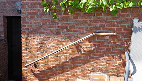 Handlauf Edelstahl, 90° Bogen zur Wand - Modell oben abgewinkelt