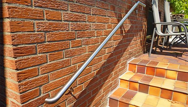 Handlauf Edelstahl, unten 90° Bogen zur Wand - Modell oben abgewinkelt